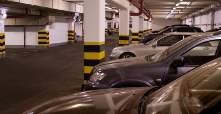 Proprietários de carro danificado por infiltração em garagem devem ser indenizados