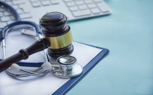 Médico pagará indenização de R$ 90 mil a filho de paciente morta ao ser anestesiada